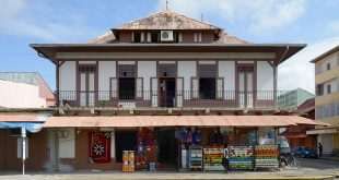 French_Guiana_Cayenne_place_du_Coq_magasin