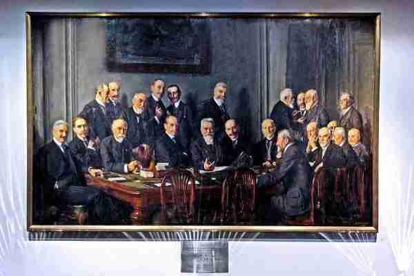 La commission de direction du «Comité des Forges» en 1914. Parmi les membres assis, les deuxième et quatrième à partir de la gauche sont Charles de Wendel et Eugène Schneider (sidérurgie de Lorraine et du Creusot).