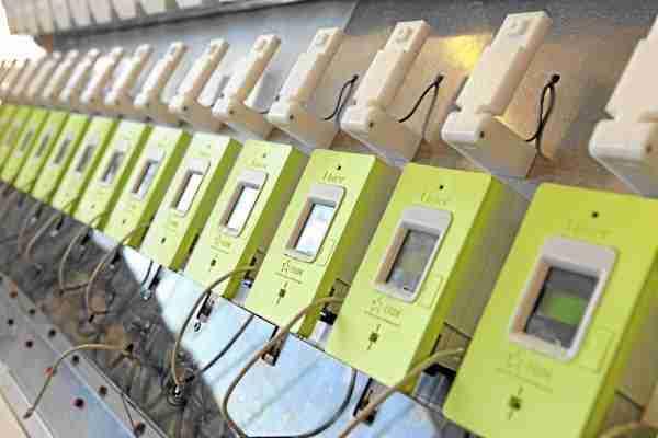 Fabrication du nouveau compteur electrique Linky d'ERDF chez Landis+Gyr